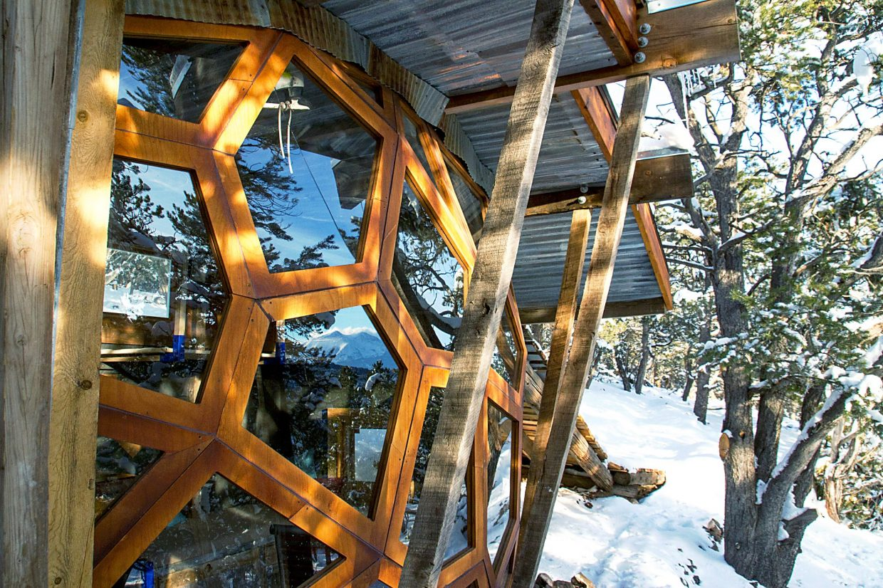 The window wall that is faceted to the shape of an eyeball that lets in heat and light from the sun.