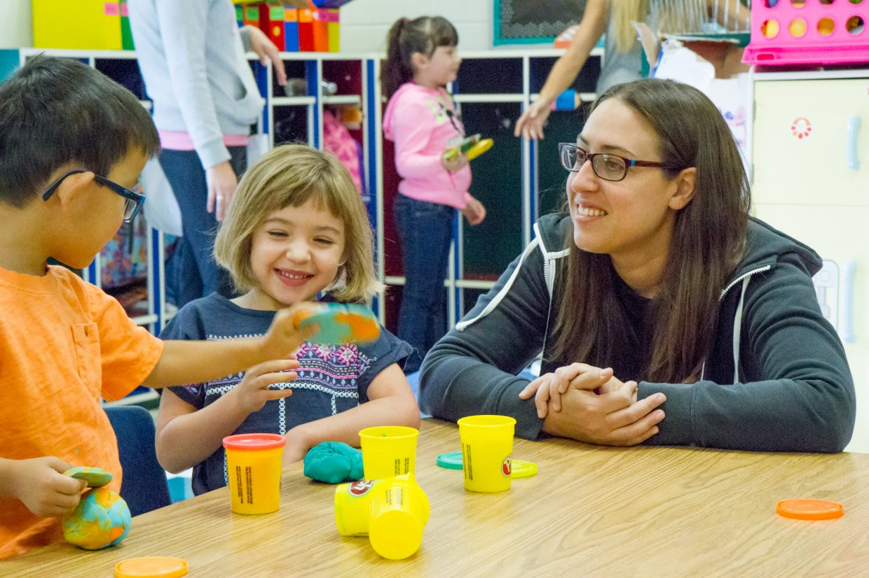 Olivia Linn (center) and her mom, Aspasia, playing with new friend Parker in Jayda Armstrong's kindergarten class at Sopris Elementary Wednesday morning.