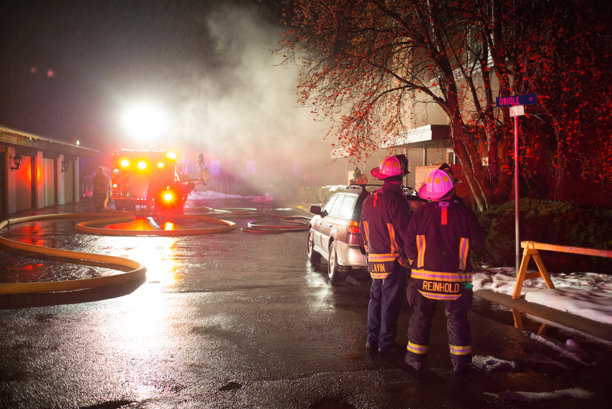 An apartment'€™s kitchen caught fire on Thursday night at 2423 Meadowlark Lane, located next to Rivers Restaurant.