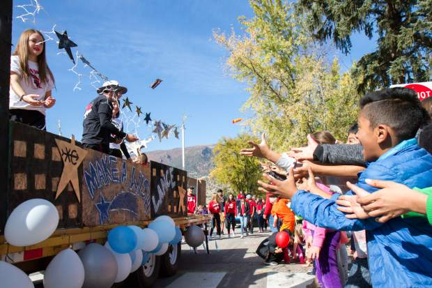 Glenwood Springs Elementary School students catch candy thrown by the high schoolers during the annual 2017 homecoming parade.