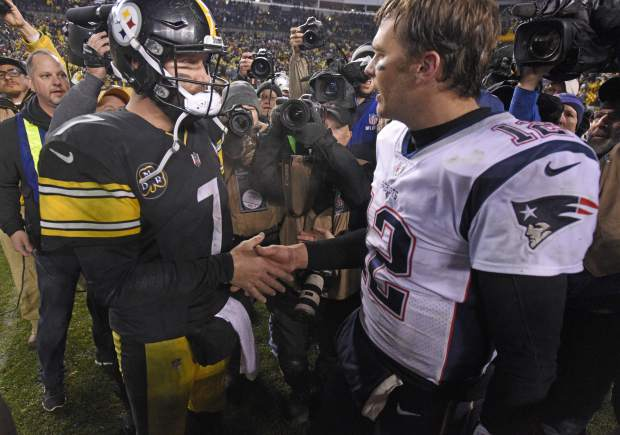 Pittsburgh Steelers quarterback Ben Roethlisberger (7) and New England Patriots quarterback Tom Brady (12) meet on the field following an NFL football game in Pittsburgh, Sunday, Dec. 17, 2017. The Patriots won 27-24. (AP Photo/Don Wright)