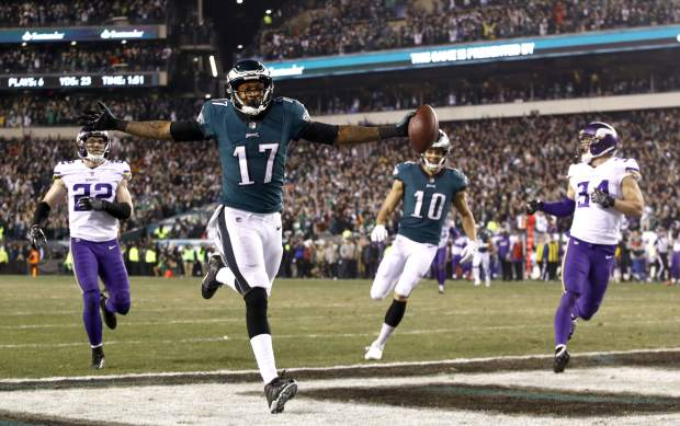 Philadelphia Eagles' Alshon Jeffery catches a touchdown pass during the first half of the NFL football NFC championship game against the Minnesota Vikings Sunday, Jan. 21, 2018, in Philadelphia. (AP Photo/Patrick Semansky)