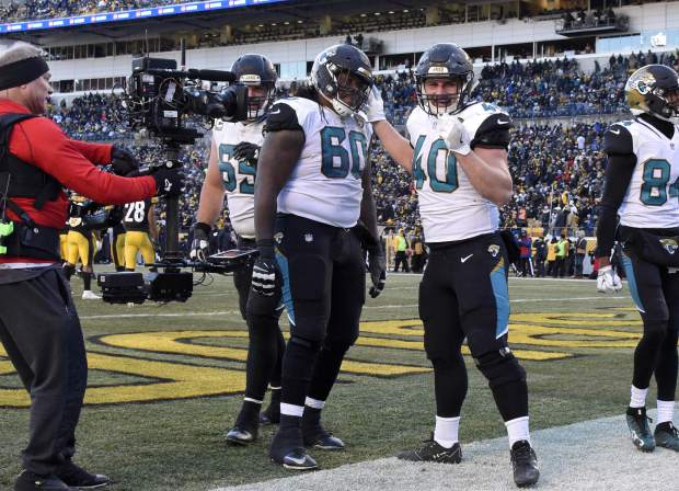 Jacksonville Jaguars fullback Tommy Bohanon (40) celebrates his touchdown during the second half of an NFL divisional football AFC playoff game in Pittsburgh, Sunday, Jan. 14, 2018. (AP Photo/Don Wright)