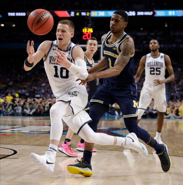 Villanova's Donte DiVincenzo (10) chases the loose ball against Michigan's Charles Matthews (1) during the second half in the championship game of the Final Four NCAA college basketball tournament, Monday, April 2, 2018, in San Antonio. (AP Photo/David J. Phillip)