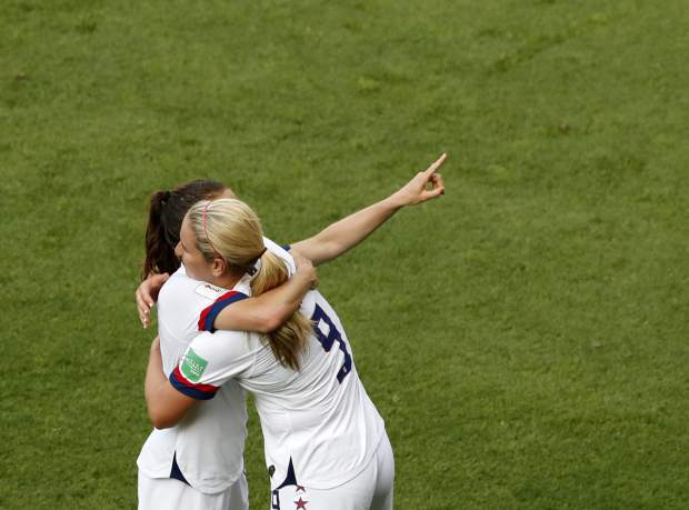 United States players celebrate at the end of the Women's World Cup round of 16 soccer match between Spain and United States at Stade Auguste-Delaune in Reims, France, Monday, June 24, 2019. (AP Photo/Thibault Camus)